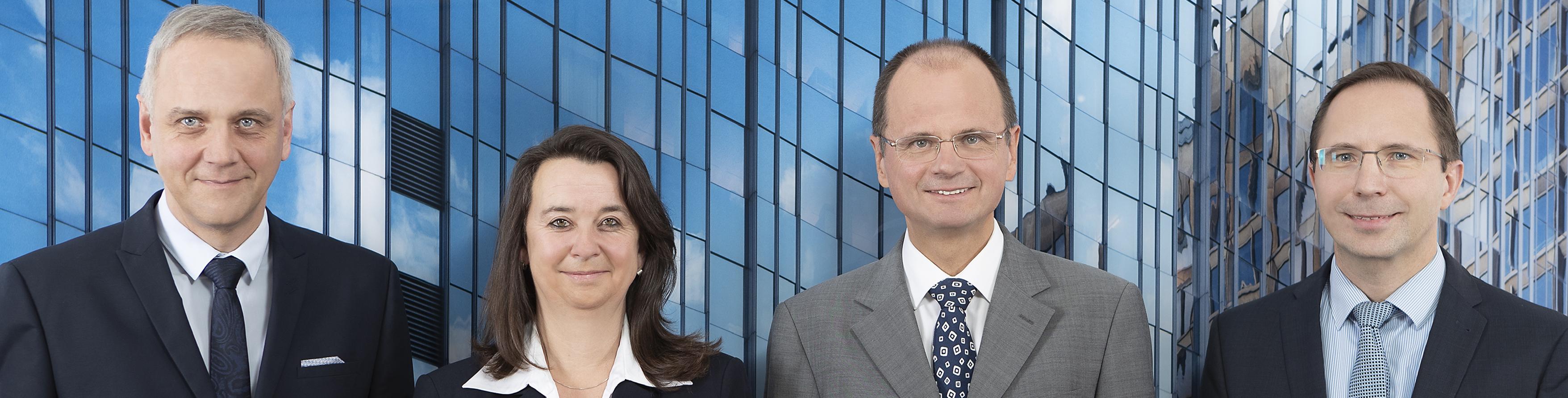 vier-Anwälte-2018-blaues-Bild